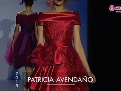 Desfile de vestidos de festa vermelhos