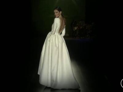 Desfile Isabel Zapardiez 2016: vestidos de novias vanguardistas