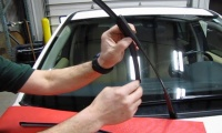 Wiper Blade Replacement: LR2 / Freelander 2