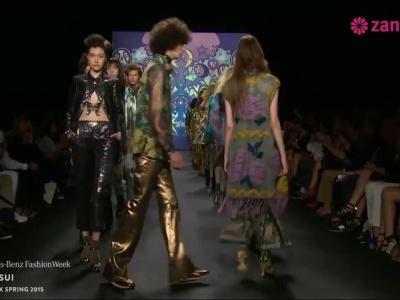 Anna Sui primavera 2015: Vestidos de fiesta inspirados en el lujo de lo boho chic, volúmenes y colores que hipnotizan