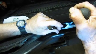 Accessing Lower Tailgate Actuator Cable When Upper Tailgate Will Not Open On LR3 Or LR4