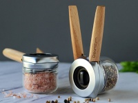 Video: Dreamfarm | One-Handed Spice & Pepper Grinder
