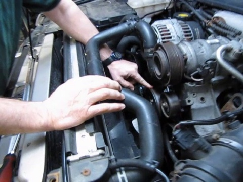 Aacca C Ece Dd D B Db Efe on Land Rover Range 1994 2004 Stc4378 Engine Water