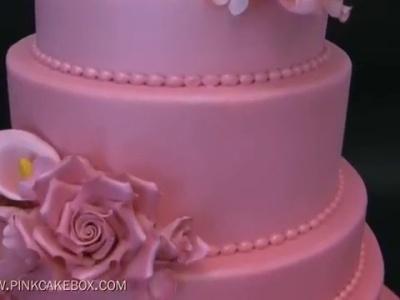 Um impressionante bolo de noiva cor-de-rosa
