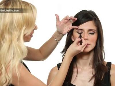 Para las novias más audaces: maquillaje de ojos de gato
