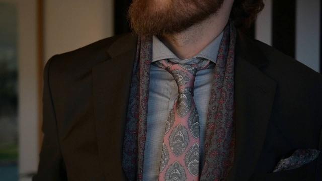 Blue floral design Men/'s clip on necktie 70s polyester wide tie