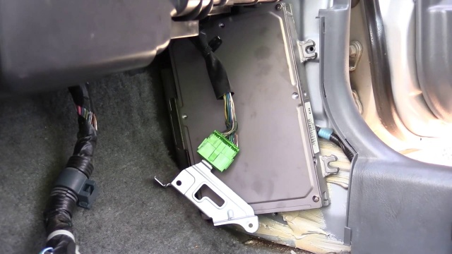 how to remove a honda civic computer 1996-2000  pull-a-part