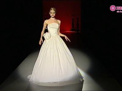 Desfile da coleção de vestidos de noiva Hannibal Laguna 2013
