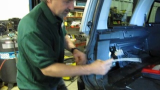 Install A Trailer Wiring Harness Kit On An LR3