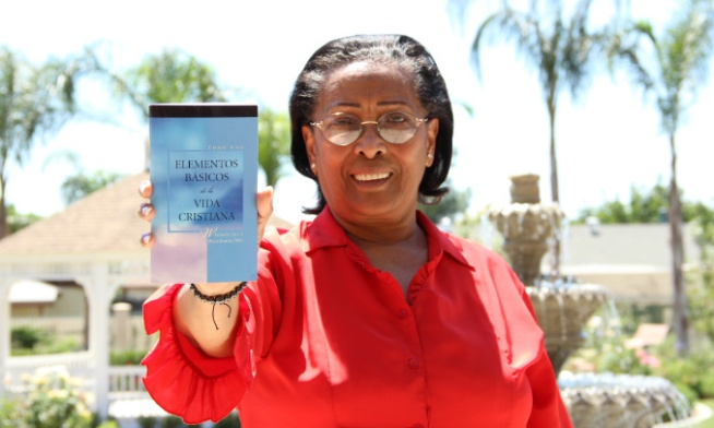 Niena recibió una Biblia de Bibles for America y nos respondió lo siguiente