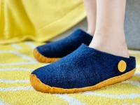 Video: Nauseni | Wool Felt Slippers