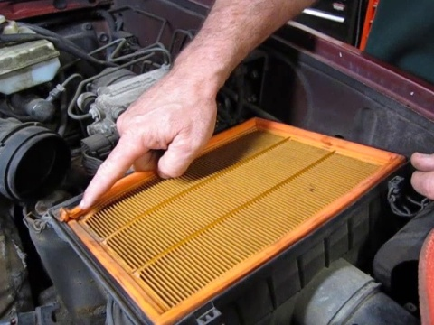 Air Filter Replacement Service On Discovery 1 Or Range Rover Classic