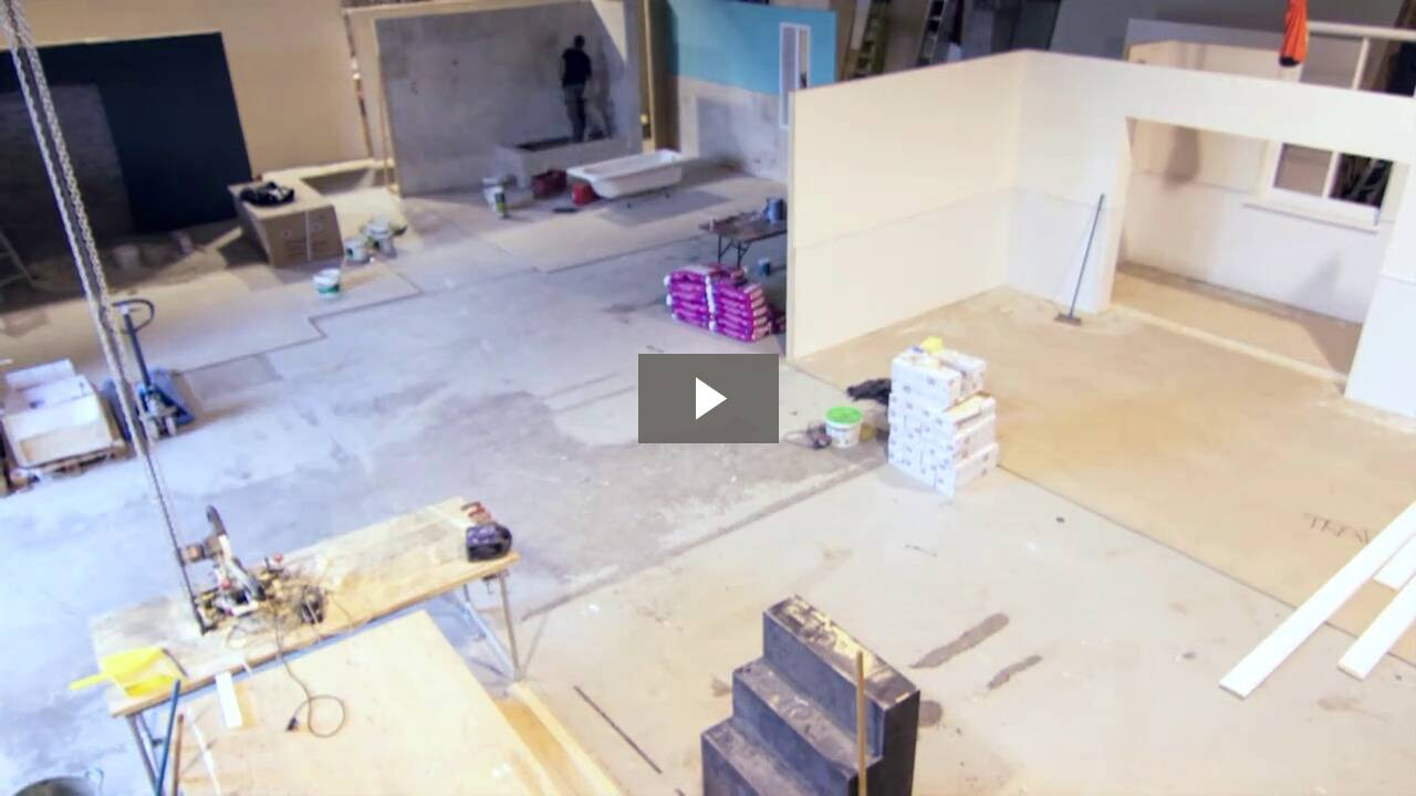 Time-lapse video of set construction