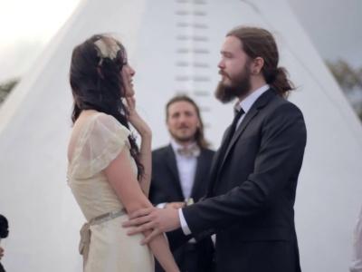 Rustykalnie, romantycznie i bardzo kwieciście - klip ślubny