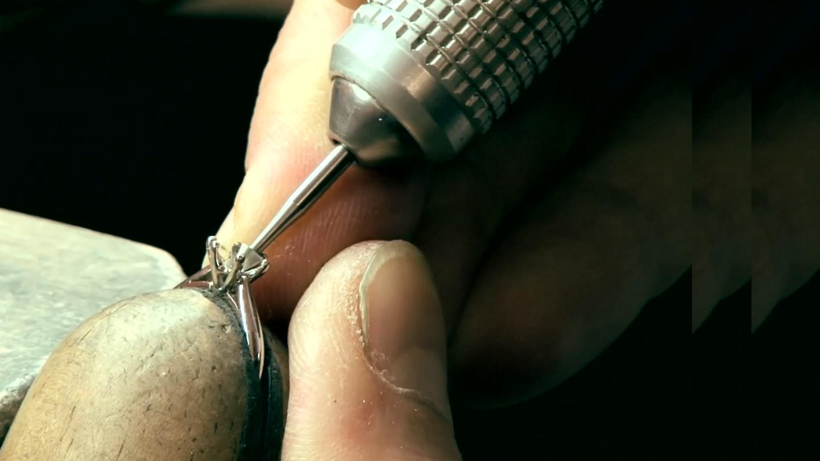 Setting a diamond into a ring