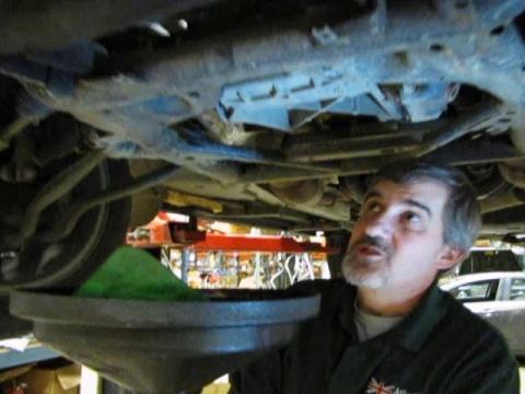 Oil Filter Service On A Range Rover & LR3